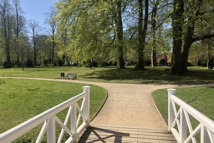 Schloss Evenburg Park